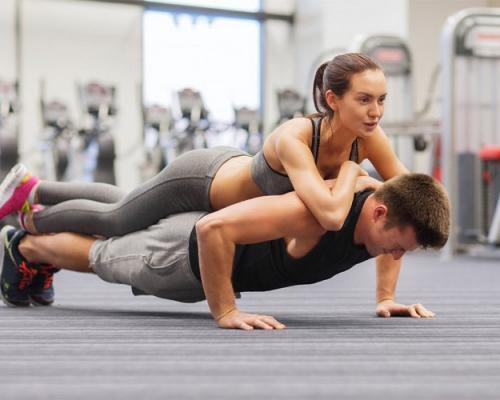 Упражнения по двойки: как да тренираме с любимия си човек?