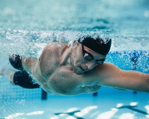 Плуването: царят на комплексно оформеното тяло